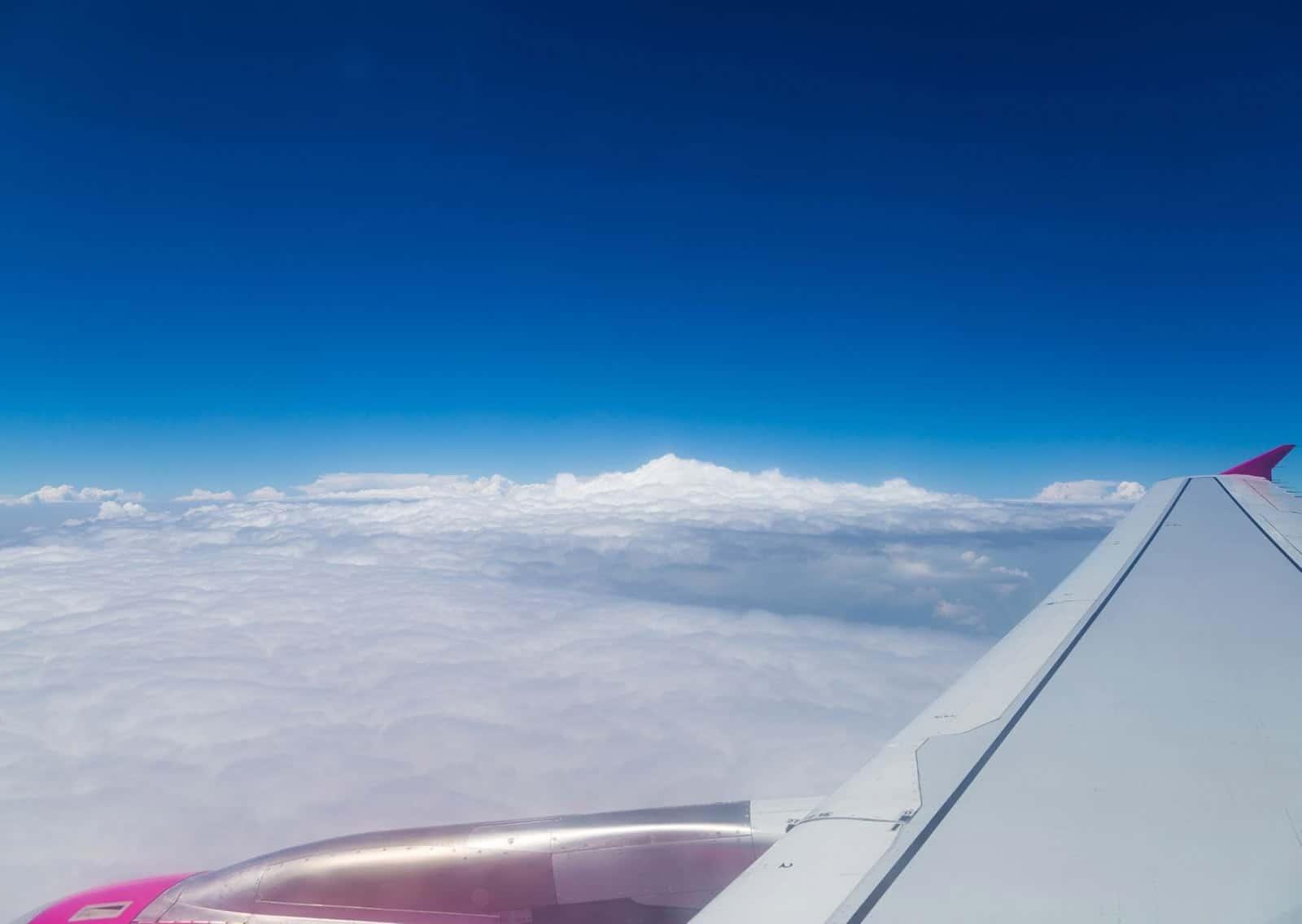 aereo nuvole